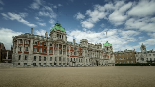 blue skies and broken rapidly moving clouds pass over the baroque facade of admiralty house standing on the northside of horse guards parade - ロンドン ホワイトホール点の映像素材/bロール