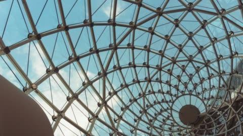 blauer himmel und klare wolke mit glasdach - architektur stock-videos und b-roll-filmmaterial