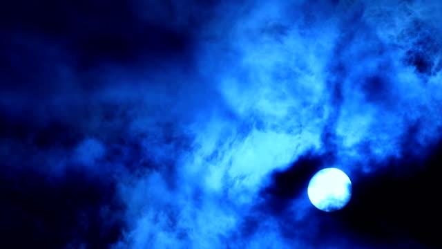 vídeos de stock, filmes e b-roll de blue sol e nuvens. - vazante
