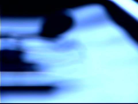 blue tone close-up of dental instruments on a metal tray; slight rack focus. - einige gegenstände mittelgroße ansammlung stock-videos und b-roll-filmmaterial