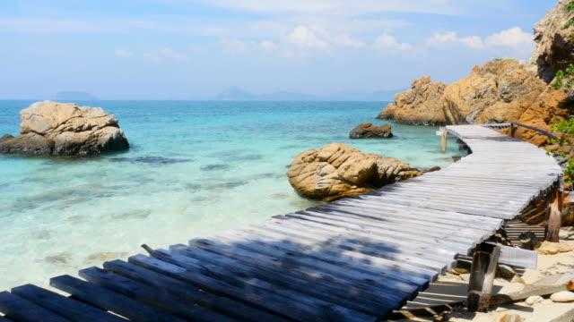 blau türkis meer auf tropischen inseln - cay insel stock-videos und b-roll-filmmaterial