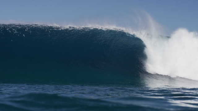 stockvideo's en b-roll-footage met blue waves in tahiti - tahiti
