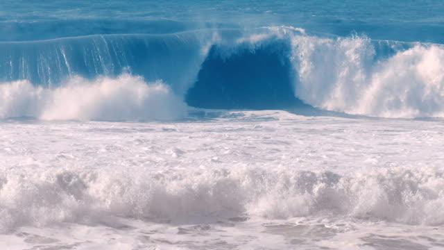 カリフォルニア州パシフィカの太平洋の青い波 - noise点の映像素材/bロール