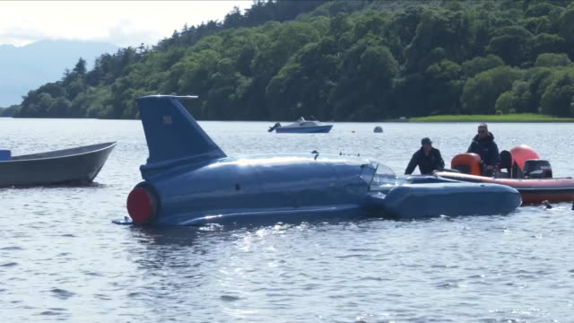 vídeos y material grabado en eventos de stock de bluebird the hydroplane that reached recordbreaking speeds has returned to the water for the first time since it crashed more than 50 years killing... - hidroplano