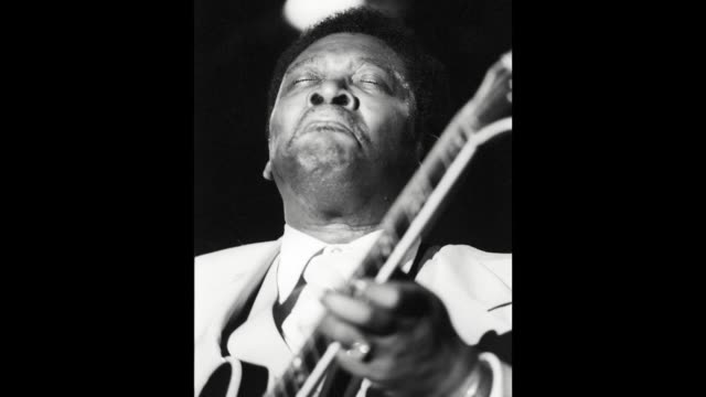 GIF Blues musician BB King performs onstage with his 'Lucille' model Gibson hollowbody electric guitar on May 22 1979 in Los Angeles California