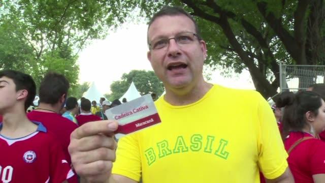 blumberg es propietario de un valioso ticket una entrada de por vida para cualquier evento en el maracana - entrada stock videos and b-roll footage