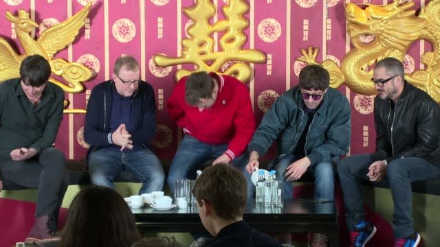 vídeos y material grabado en eventos de stock de interview blur announces new album and talks about playing live again on 19th february 2015 in london england - rock moderno