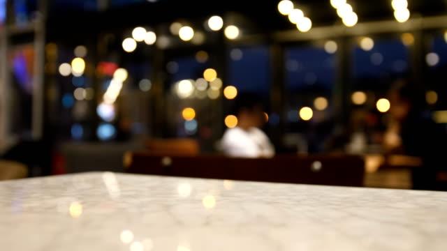 vídeos y material grabado en eventos de stock de distorsionarán café - pub
