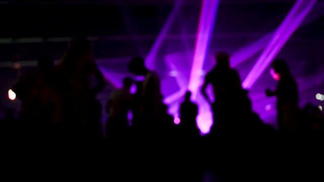 模糊的人群享受聚會 - 明星 個影片檔及 b 捲影像