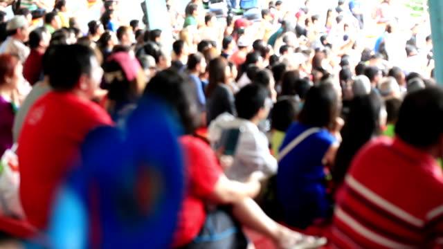 ぼやけた群衆の見物、スタジアム tribune - トリビューンタワー点の映像素材/bロール