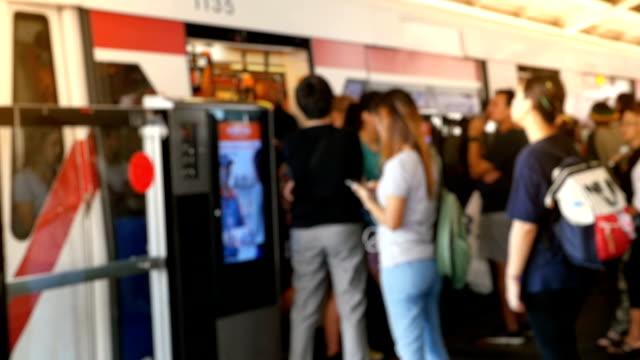 blurred people queue on a train station platform - treno della metropolitana video stock e b–roll