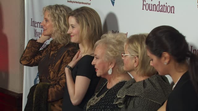blythe danner, lucy boyle, doris roberts, loraine boyle, alex meneses at the international myeloma foundation's 3rd annual comedy celebration at los... - doris roberts stock videos & royalty-free footage