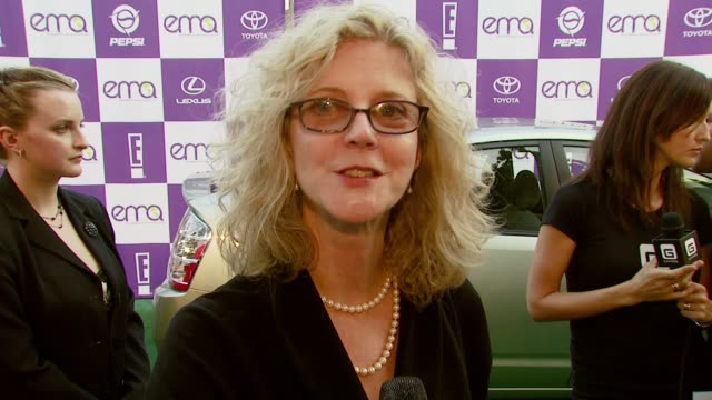 blythe danner on the importance of attending the event on if the entertainment industry has a resposibility to spread environmental awareness and on... - ウィルシアーエベル劇場点の映像素材/bロール
