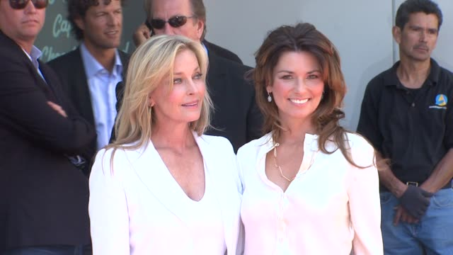 vídeos de stock, filmes e b-roll de bo derek and shania twain at the shania twain honored with star on the hollywood walk of fame at hollywood ca - bo derek