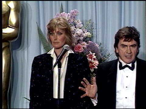 vídeos de stock e filmes b-roll de bo derek at the 1989 academy awards at the shrine auditorium in los angeles california on march 29 1989 - bo derek