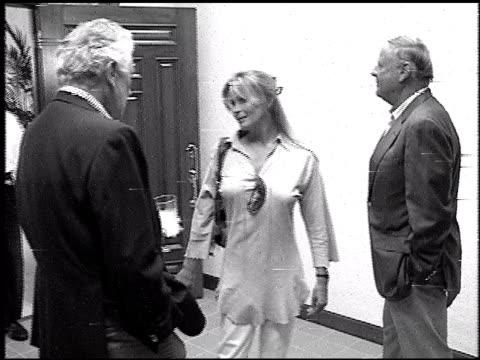 vídeos de stock e filmes b-roll de bo derek at the k9 academy at k9 academy in burbank in burbank california on january 1 1993 - bo derek