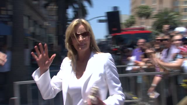 vídeos de stock, filmes e b-roll de bo derek at the shania twain honored with star on the hollywood walk of fame at hollywood ca - bo derek