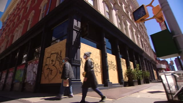 boarded up shops in soho, new york during the coronavirus lockdown - closed sign stock videos & royalty-free footage
