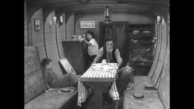 1921 boat and family dinner sway dramatically in tumultuous waters - 1921年点の映像素材/bロール