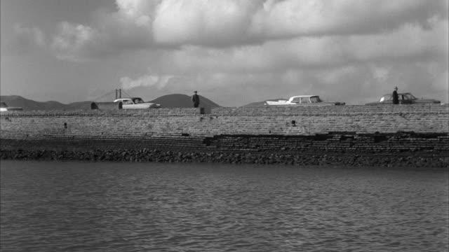 vídeos de stock e filmes b-roll de ms pan boat at saint francis yacht harbor / san francisco, california, united states - 50 segundos ou mais