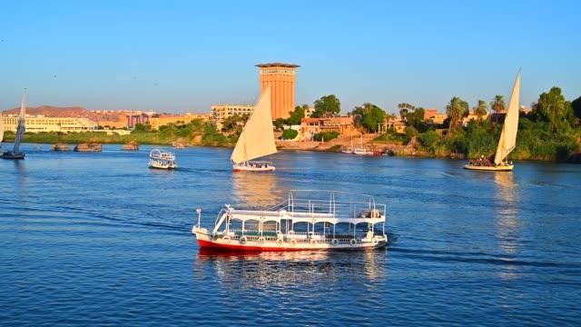 vidéos et rushes de bateau de croisière dans le nil, assouan, égypte - égypte