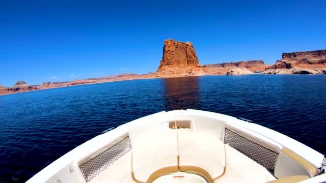 pov boat cruising on lake powell arizona usa - lake powell stock-videos und b-roll-filmmaterial