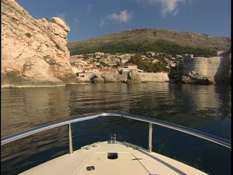 boat cruising toward dubrovnik on the adriatic sea - kryssa bildbanksvideor och videomaterial från bakom kulisserna