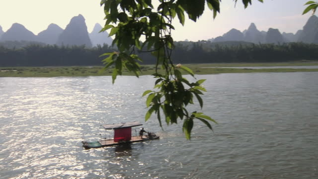 ws pan boat docking on li river / yangshuo, guangxi, china - li river stock videos & royalty-free footage