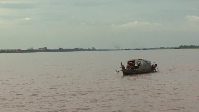 WS POV Boat floating in middle of mekong river / Phnom Penh, Cambodia