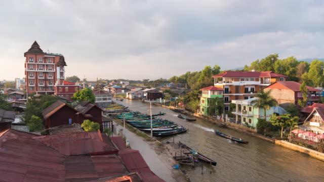 Boot voor reizen Inlemeer bij inle city in Yangon Myanmar