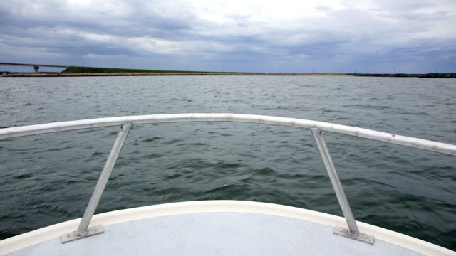 pov of boat in chaleur bay - ponte di una nave video stock e b–roll