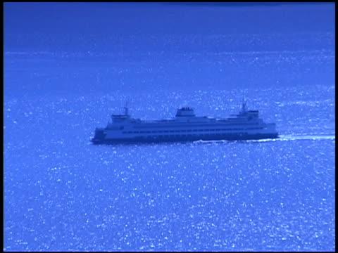 vídeos y material grabado en eventos de stock de boat in ocean - barcaza embarcación industrial