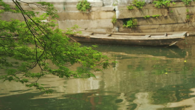 ws boat in pond, humble administrators garden, unesco world heritage site, suzhou, jiangsu province, china - classical chinese garden stock videos & royalty-free footage