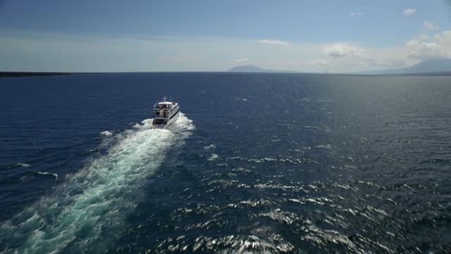 boat in the galapagos - galapagosöarna bildbanksvideor och videomaterial från bakom kulisserna