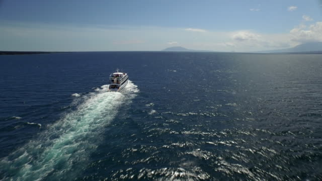 stockvideo's en b-roll-footage met boat in the galapagos - galapagoseilanden