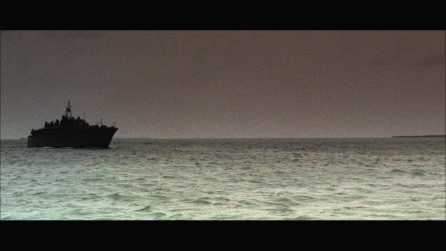 WS P-T boat into sea / USA