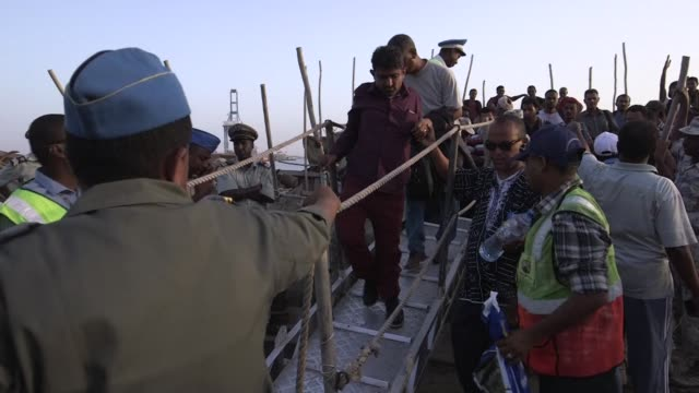 a boat load of people fleeing yemen arrived tuesday at djiboutis port with many on board insisting they are not refugees - corno d'africa video stock e b–roll