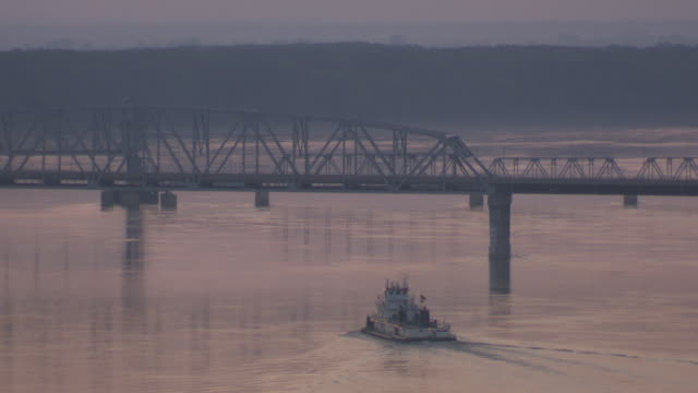 ws boat moving in hannibal mississippi river at sunset / hannibal, missouri, united states - mark twain stock videos & royalty-free footage