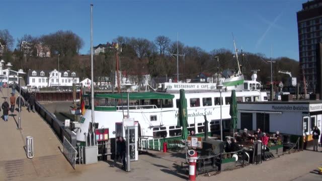 vídeos y material grabado en eventos de stock de ms boat moving to river / hamburg, hamburg, germany - escritura occidental