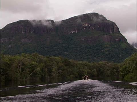 boat on a river - okänt kön bildbanksvideor och videomaterial från bakom kulisserna
