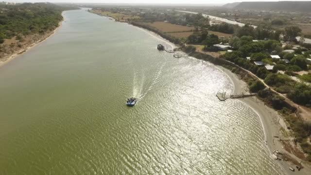 vídeos de stock e filmes b-roll de aerial boat on estuary/ port elizabeth/ south africa - placa de nome de rua
