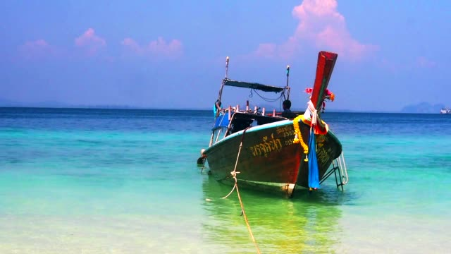 vídeos y material grabado en eventos de stock de barco en la playa. - mar de andamán