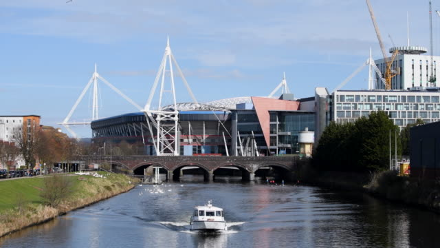 boat on the river taff near the principality stadium, formerly the millennium stadium in cardiff, wales, uk. the principality stadium is the national... - typisch walisisch stock-videos und b-roll-filmmaterial