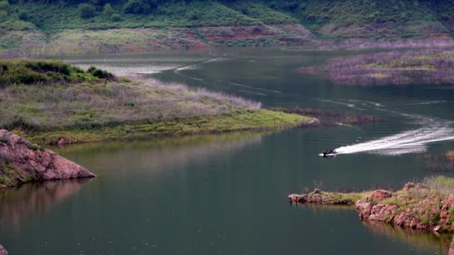 4 k 川をボートします。 - ノンタブリー県点の映像素材/bロール