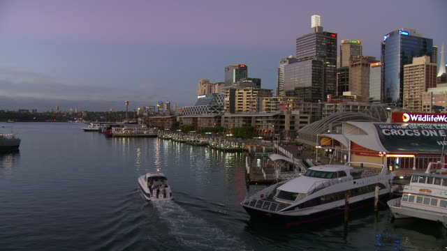 WS Boat passing by Sydney Aquarium at Darling Harbour at dusk / Sydney, New South Wales, Australia