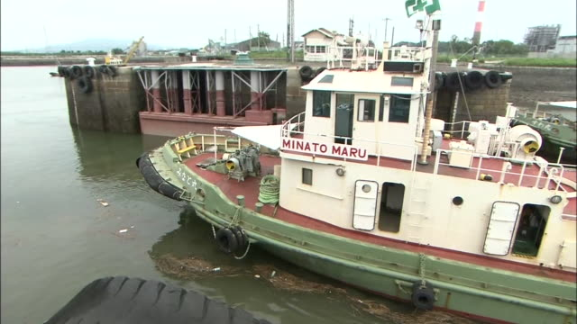 a boat passing through lock gate of miike port in fukuoka prefecture one of the sites of japan's industrial revolution in the meiji era world... - chiusa di fiume video stock e b–roll