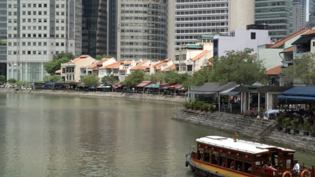boat passing through the quayside / singapore - ausflugsboot stock-videos und b-roll-filmmaterial
