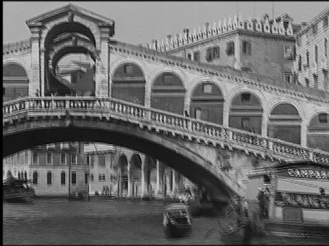 b/w 1930 boat point of view on grand canal with gondolas toward rialto bridge (ponte di rialto) / venice, italy - grand canal venice stock videos & royalty-free footage
