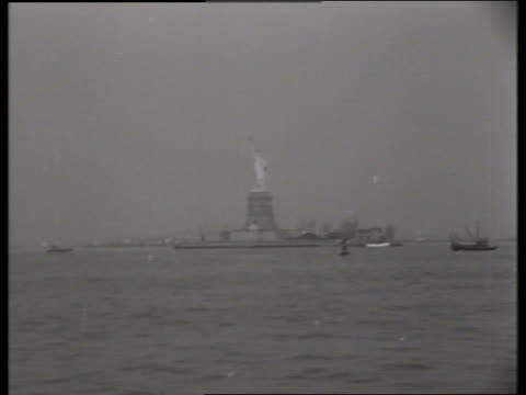 boat pov of statue of liberty / 1940's / no sound - moving process plate stock videos & royalty-free footage
