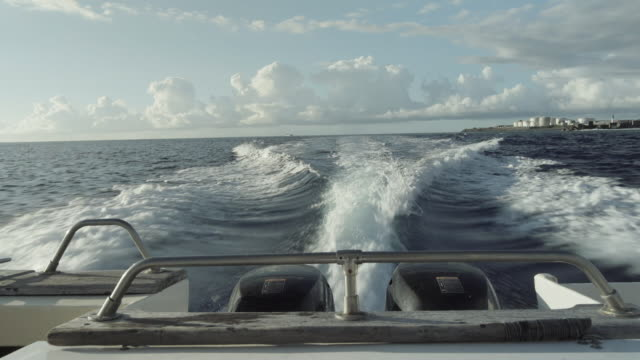 vidéos et rushes de boat pov, speedboat in ocean - dom tom